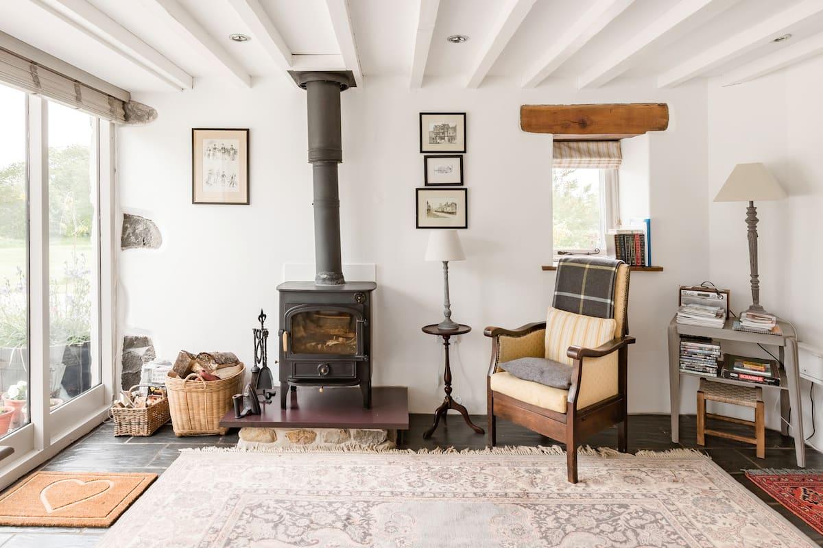Period Coach House Retreat in a Tranquil Spot Near the Beach