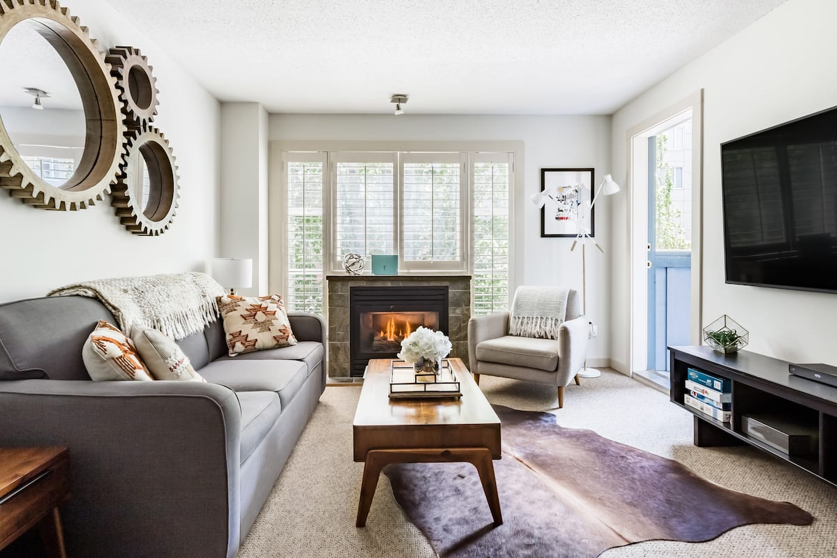 Bright, Stylish Ski-In/Out Condo & Upper Village Tranquility