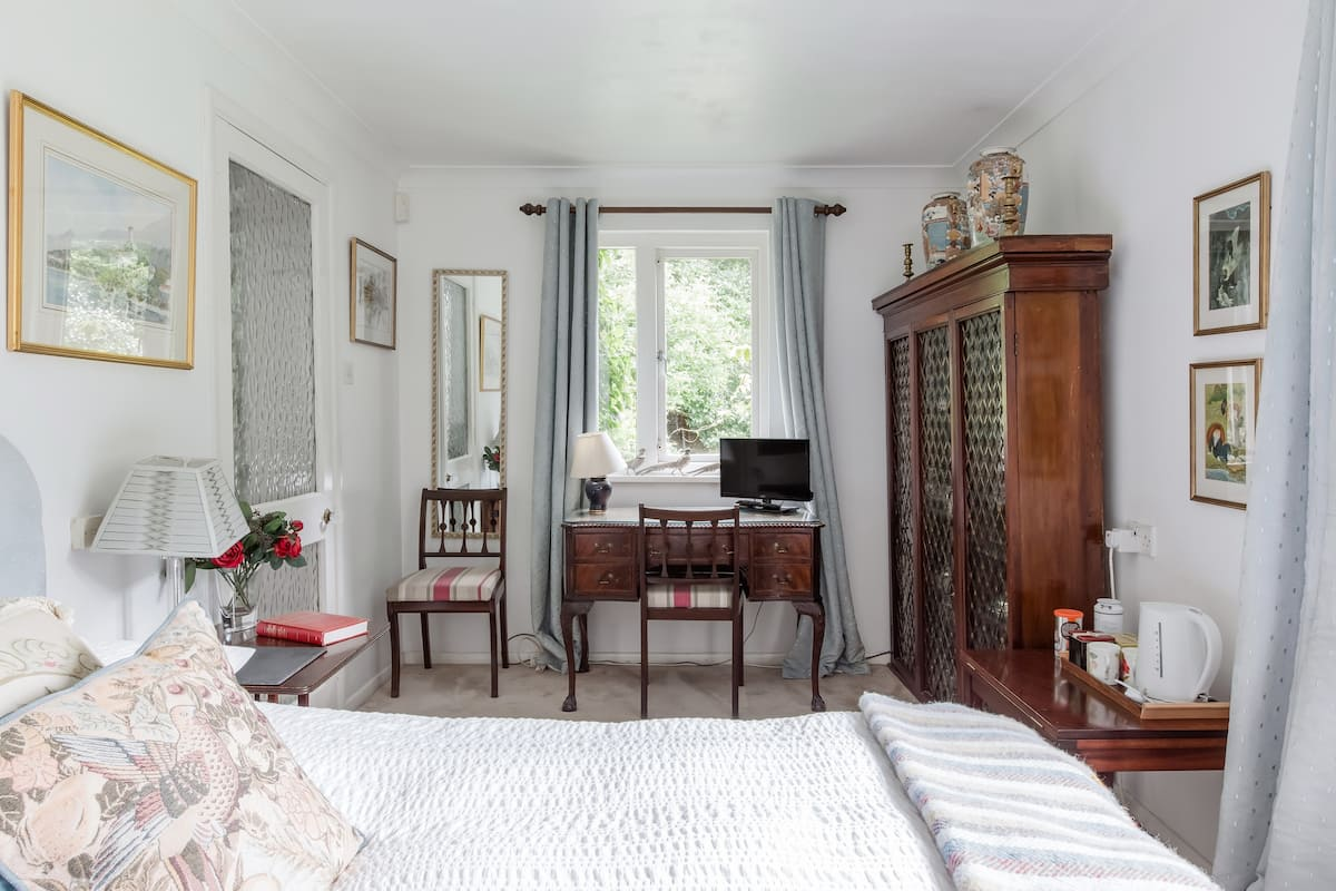 Ensuite Guest Room in Eclectic Country House