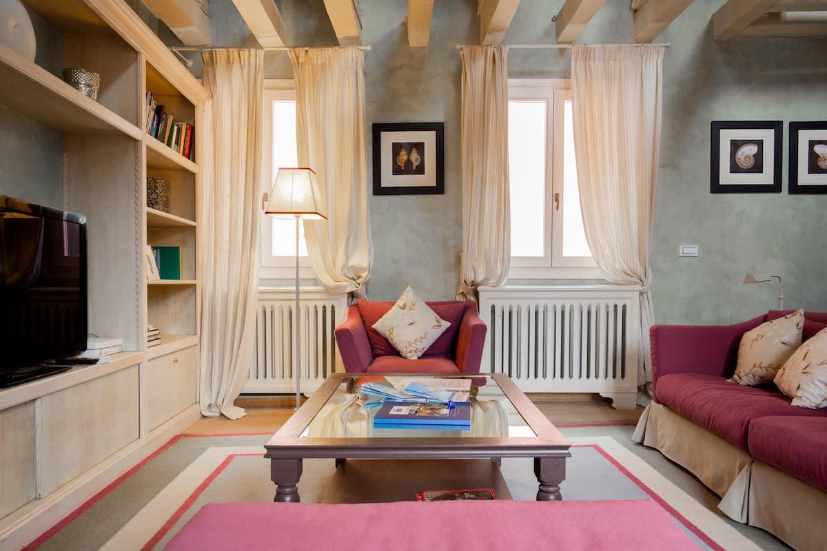 Spettacolare e ampio appartamento veneziano con terrazza arredata sul tetto