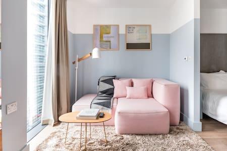 Designer Studio Apartment in Central London