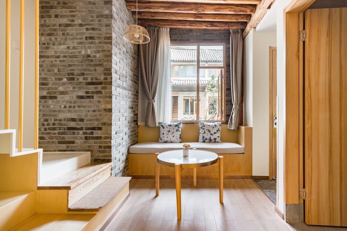 洱海边的传统白族百年三合院  loft家庭亲子套房
