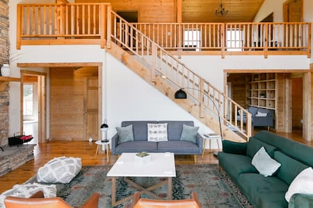 Luxury Log House set on Secluded 18-Acre Site