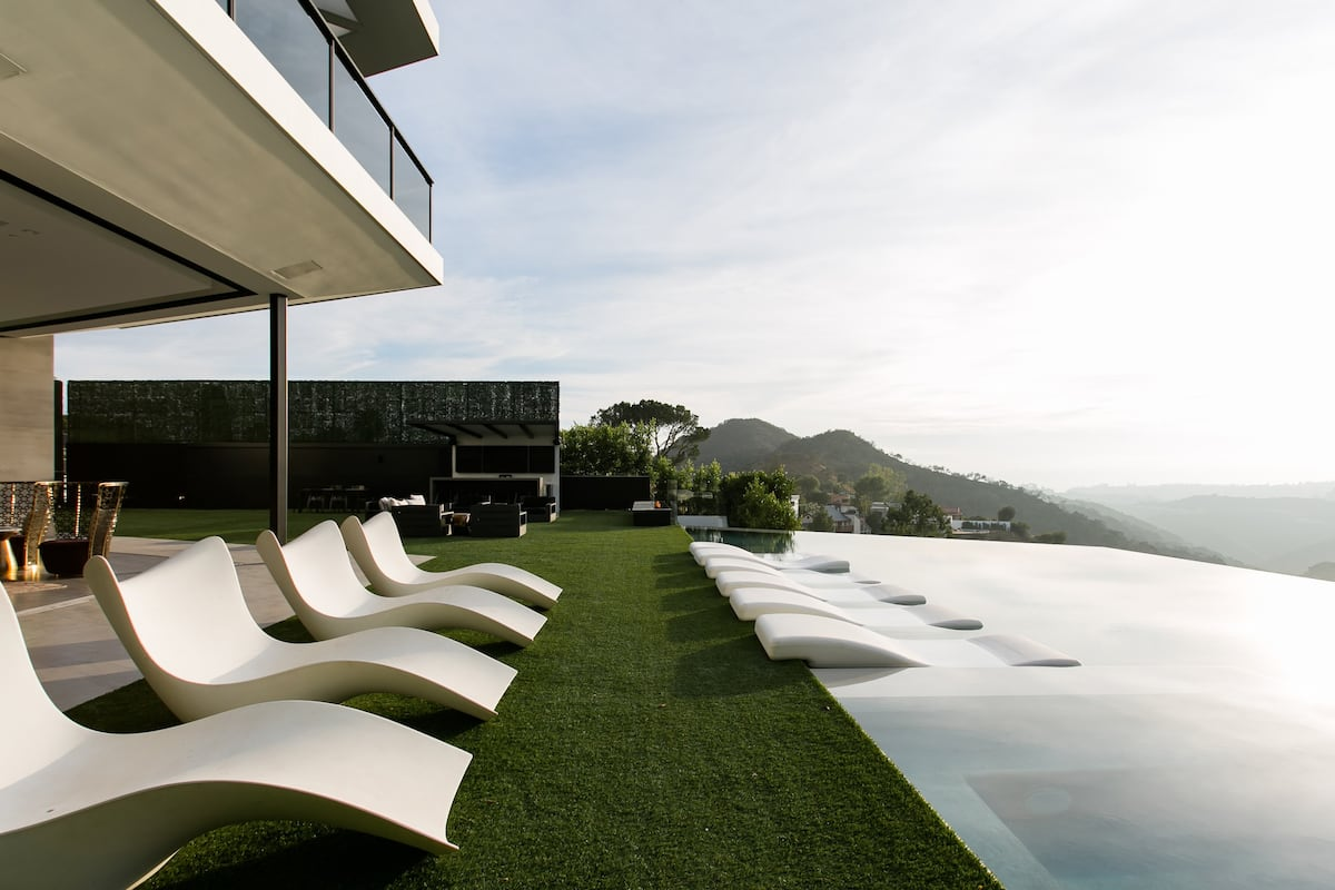 Spectacular Beverly Hills Home with an Infinity Pool