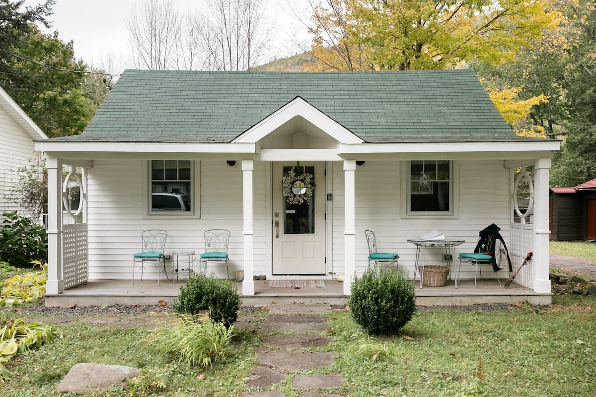 Romantic Getaway in Lovingly Restored Esopus Cottage