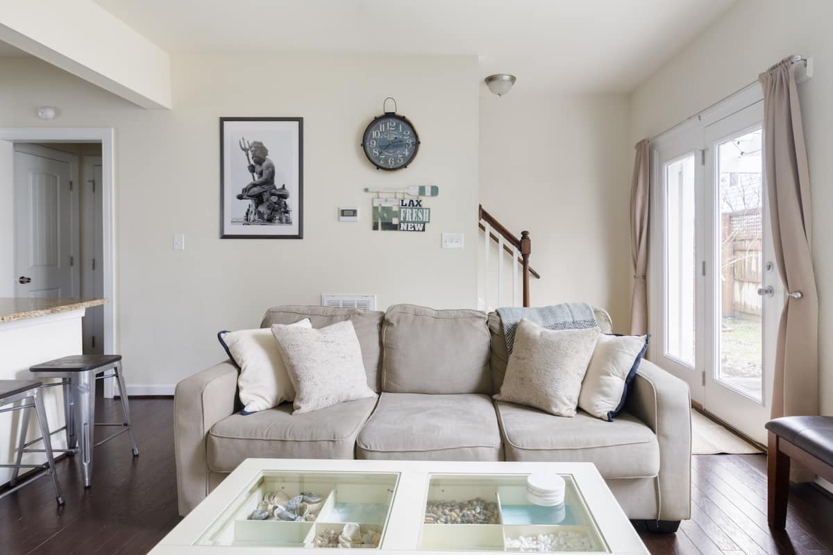 Savor the Fresh Feel of a Coastal-Themed Beach House