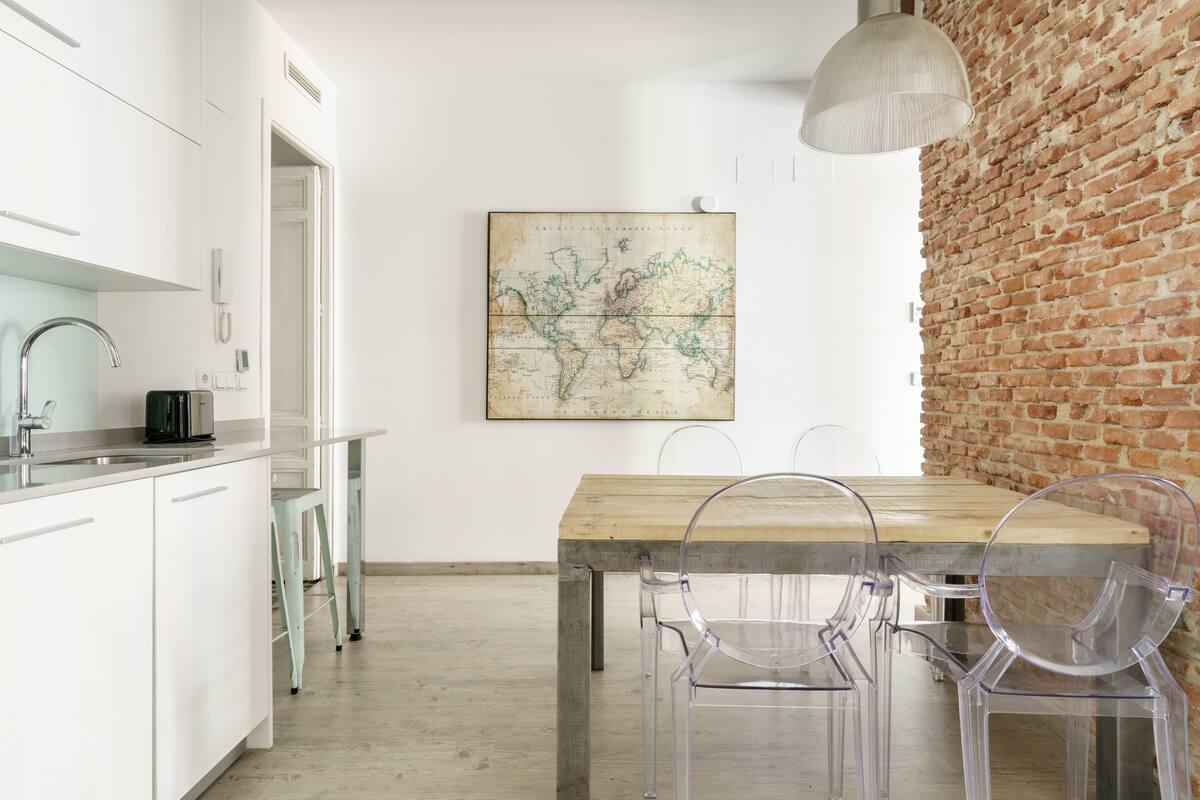 Vive el Madrid más ilustrado en este ecléctico piso del barrio de las Letras