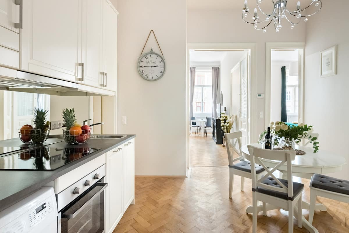 Stroll to City Center from Upscale Renovated Apartment