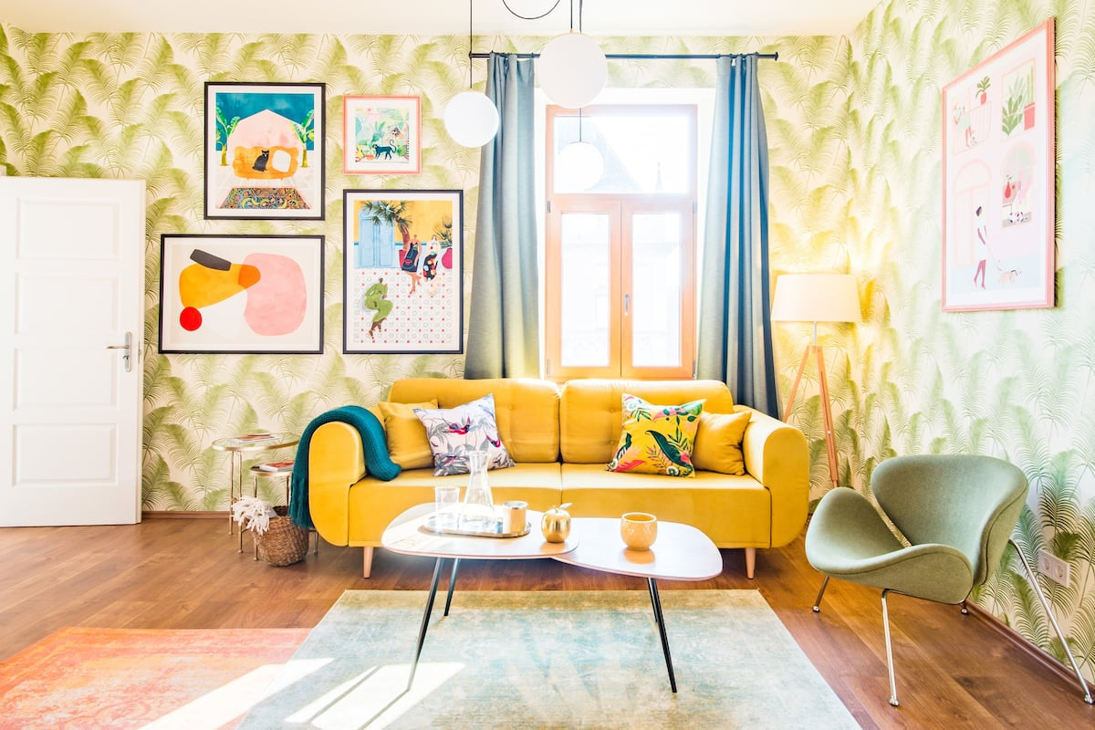 New Boutique Mid-century Apartment near New York Cafe