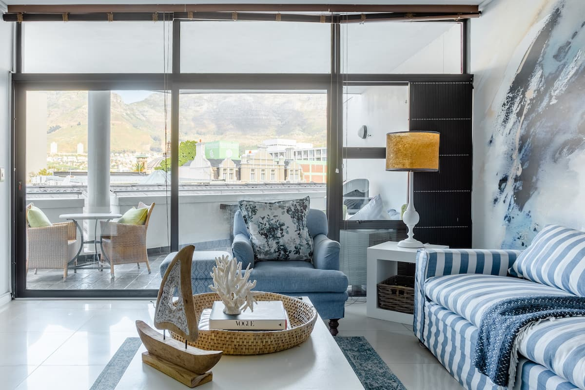 Table Mountain Views from a Sun-Drenched Sanctuary