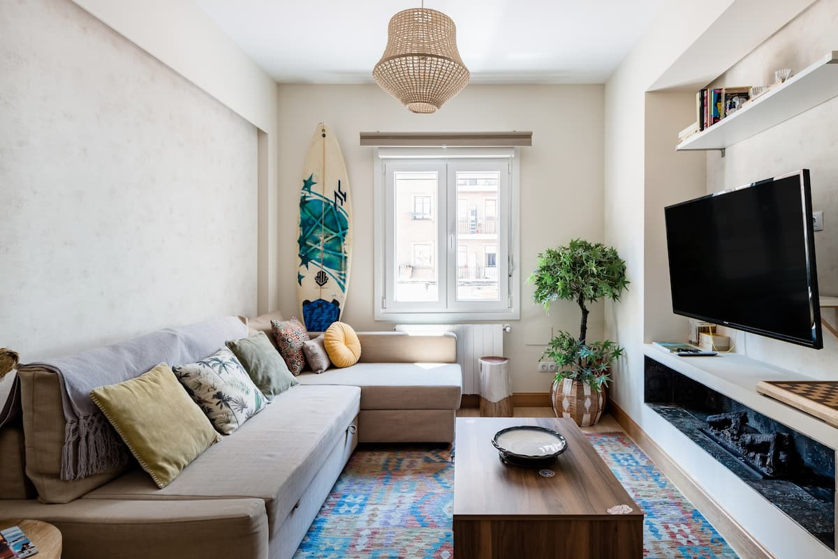 Admire the Beachy, Bohemian Style at a Cozy Urban Nest