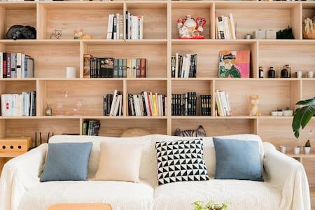 猫筑Aircat南山万象天地诚品空间旁,超大复式独享高清投影的Loft主卧套房
