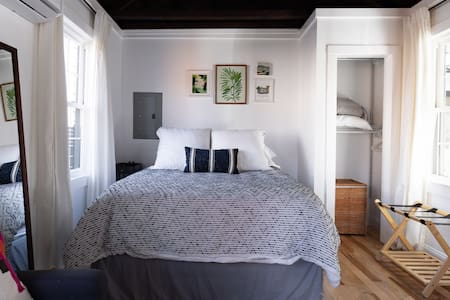 Explore Historic Charleston from a Cozy Cottage