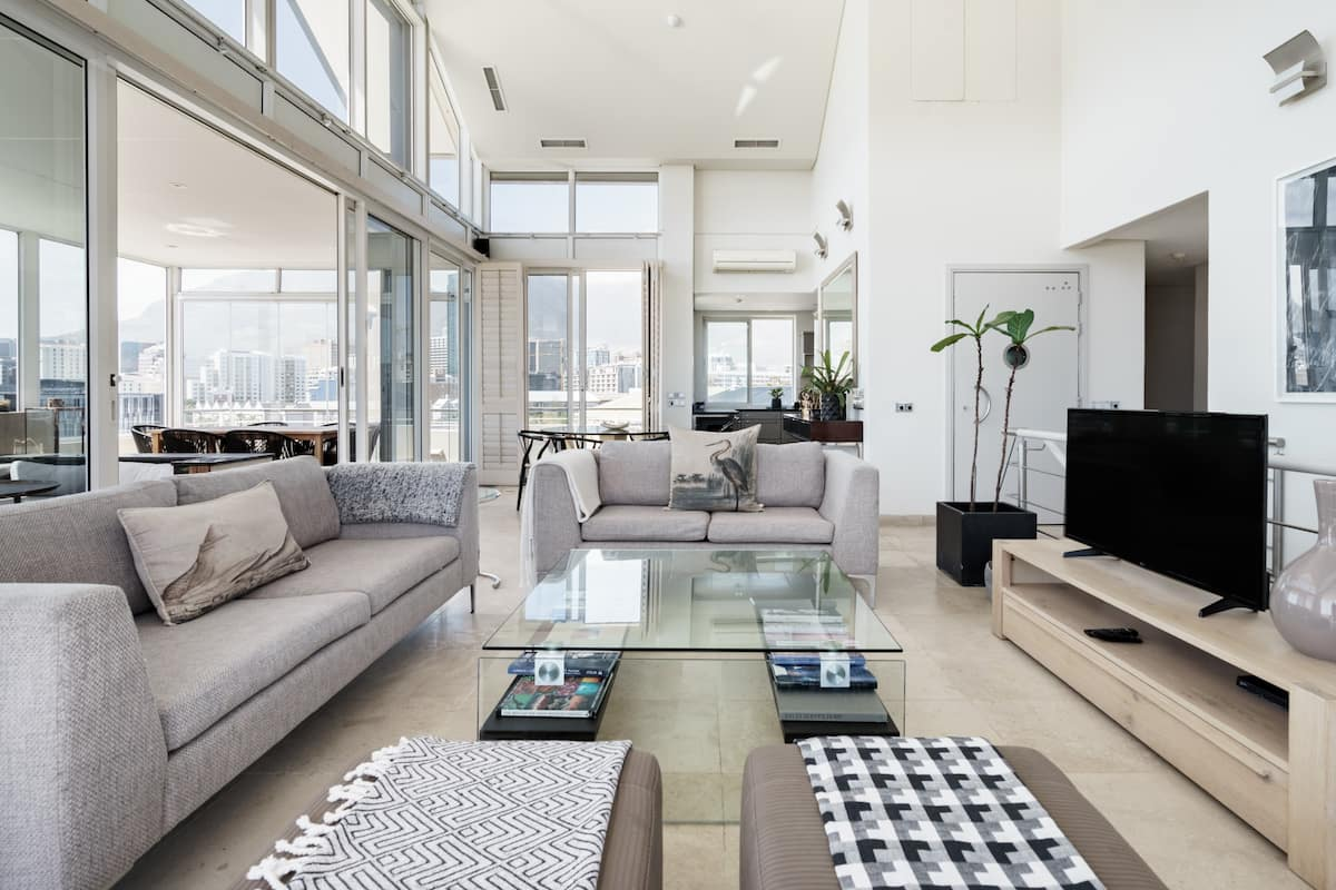 Luxe V&A Marina Penthouse with Terrace & Direct Elevator