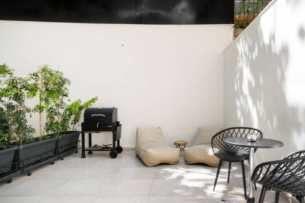Hecate, Studio with a Private BBQ Patio and a Shared Gym