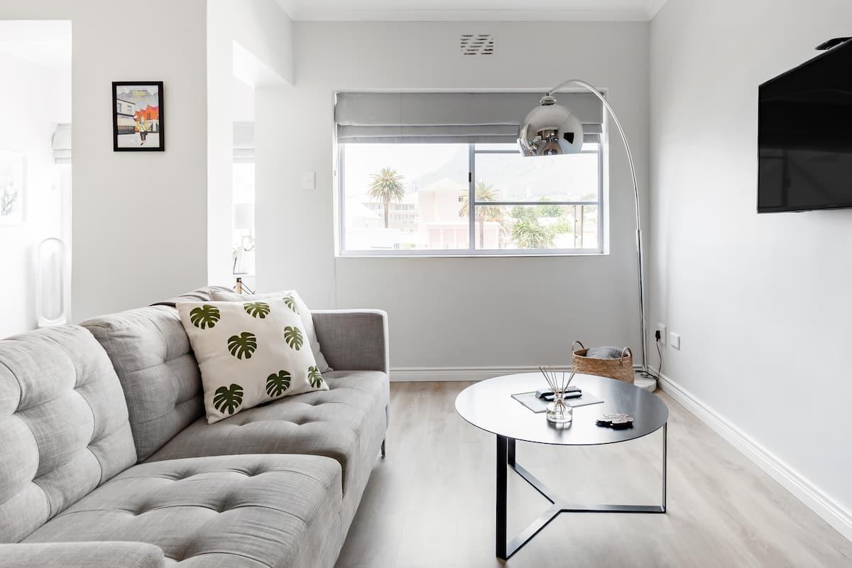 Stylish Kloof Street Studio with Table Mountain Views