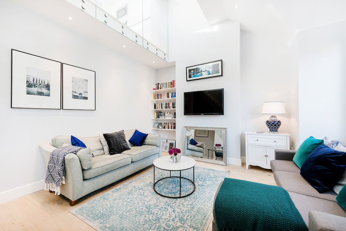 Spacious Room in Stunning Home with Roof Terrace