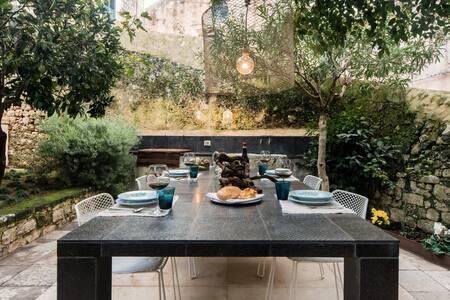 Esclusiva Residenza in pietra con giardino