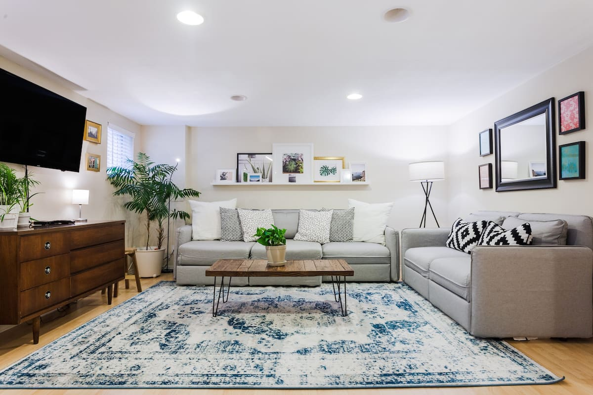 Guest Suite with Cook's Kitchen near Jefferson Park