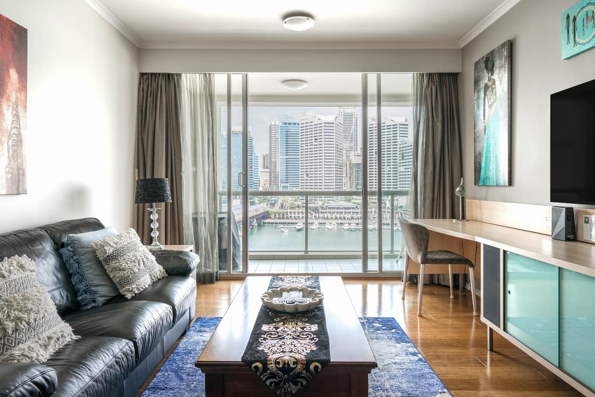 Skyline & Water Views, Darling Harbour Apartment