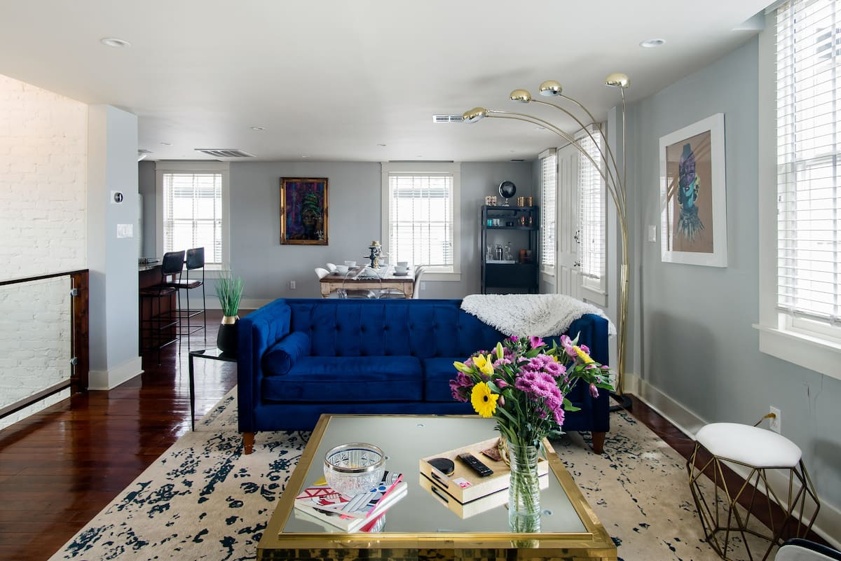 Stroll along the Mississippi River from This Glamorous Home