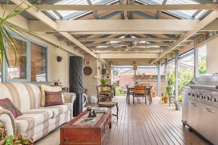 Tranquil Javanese-Style Apartment in Oakleigh East