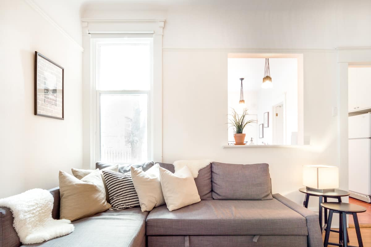 Relaxed & Hip Pad near Queen West, Ossington and Dundas West