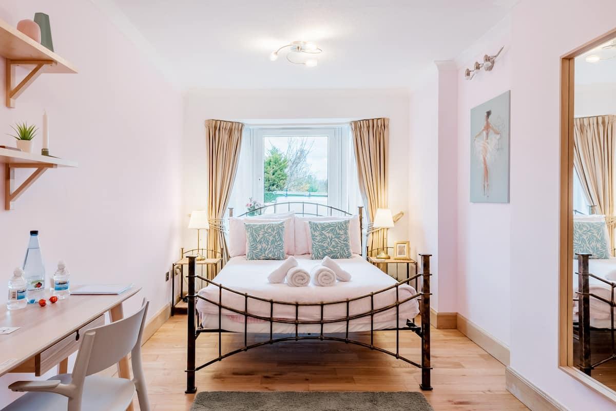 Carlotta Guest House in Peaceful South Edinburgh