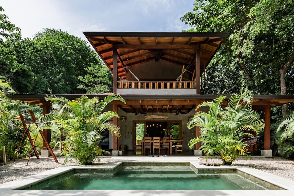 El Camino  Rustic Jungle Getaway with Outdoor Pool