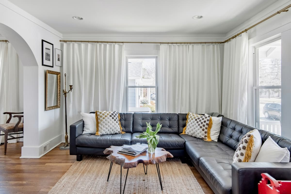 1928 Chic Farmhouse in the City with Vintage Flair