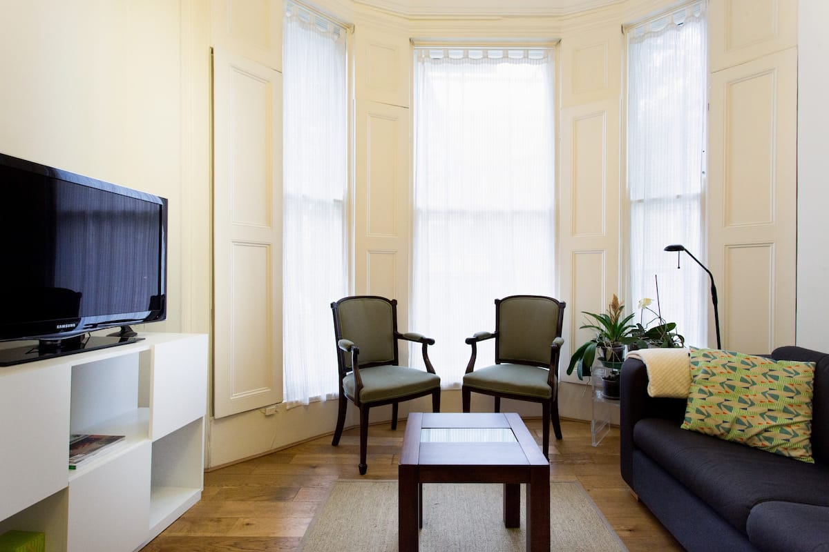 Feel at Home in a Charming, Bright, Central Apartment in Notting Hill