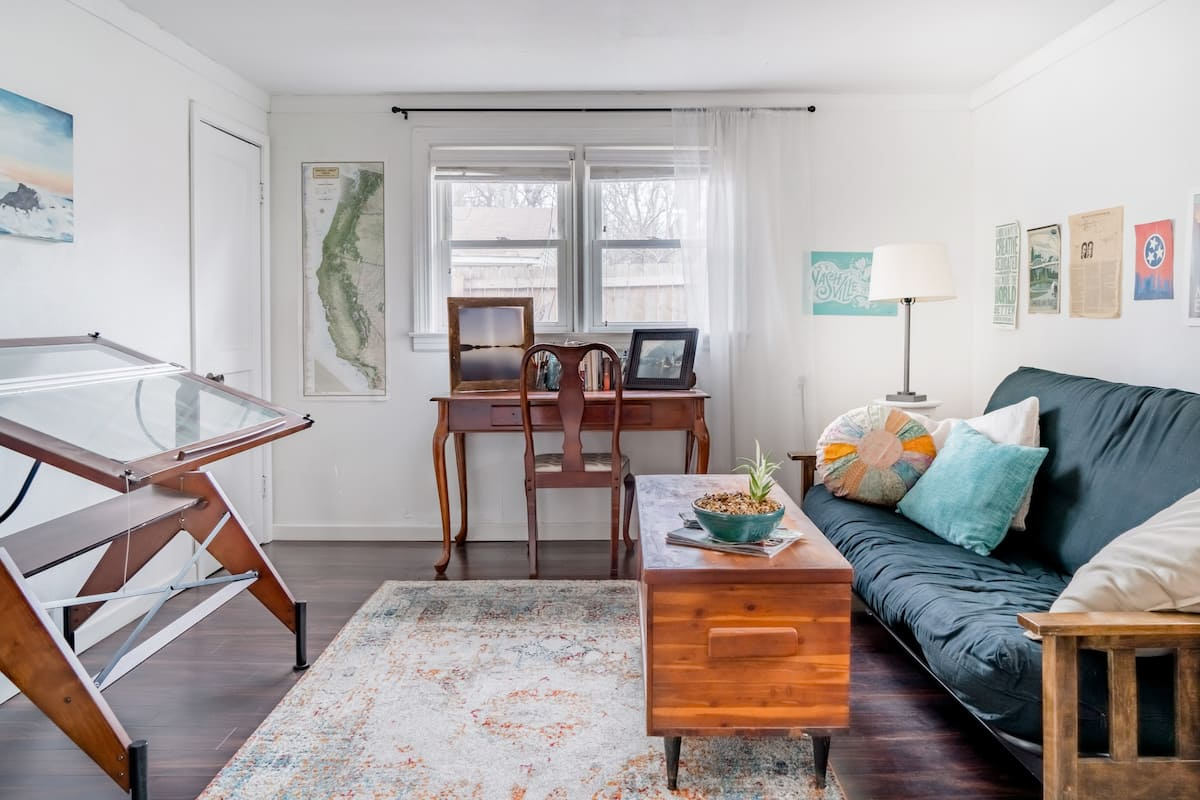 The Elberta Cottage—Renovated Retreat near Downtown