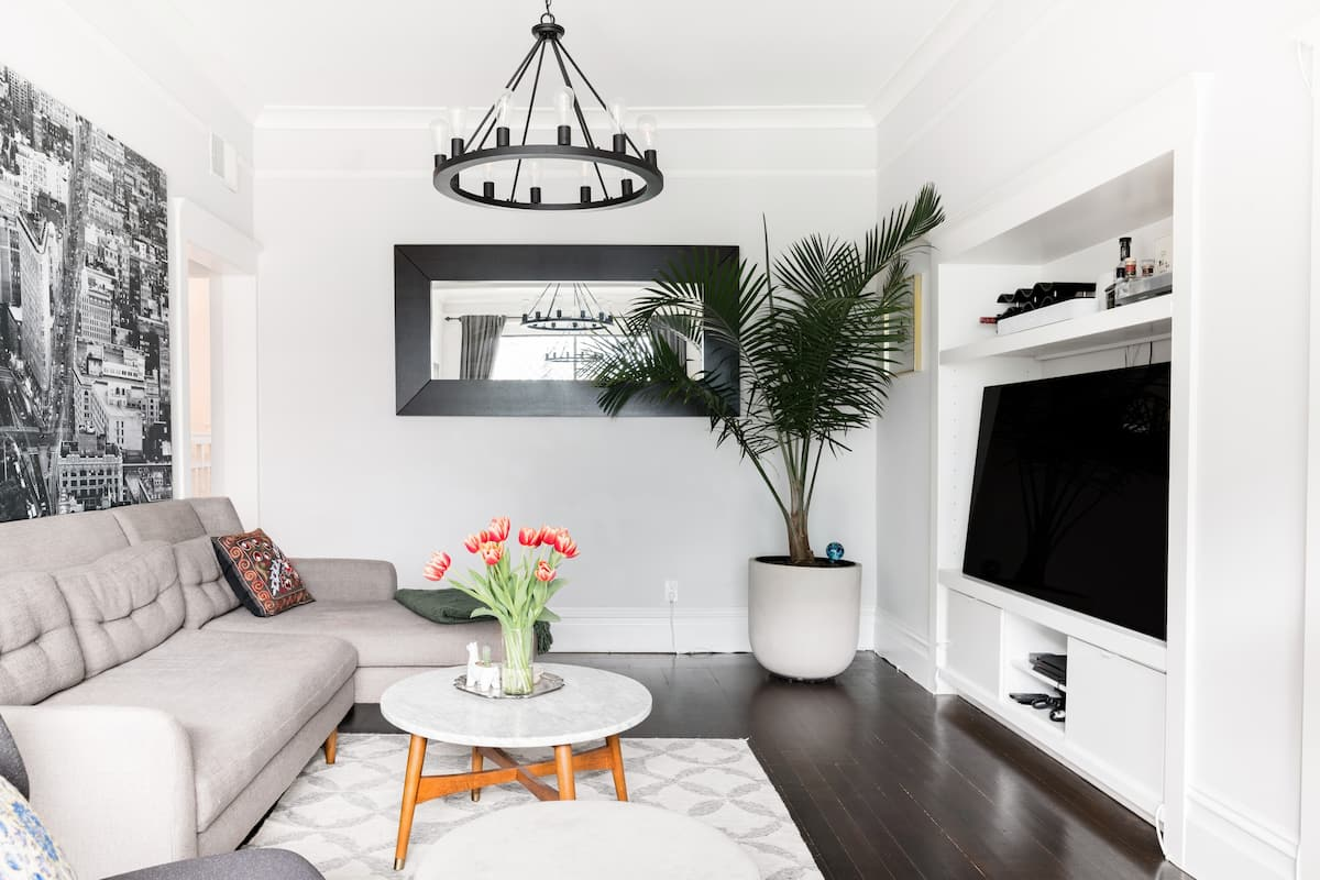 Book-Filled Victorian Condo in Historic Haight Ashbury