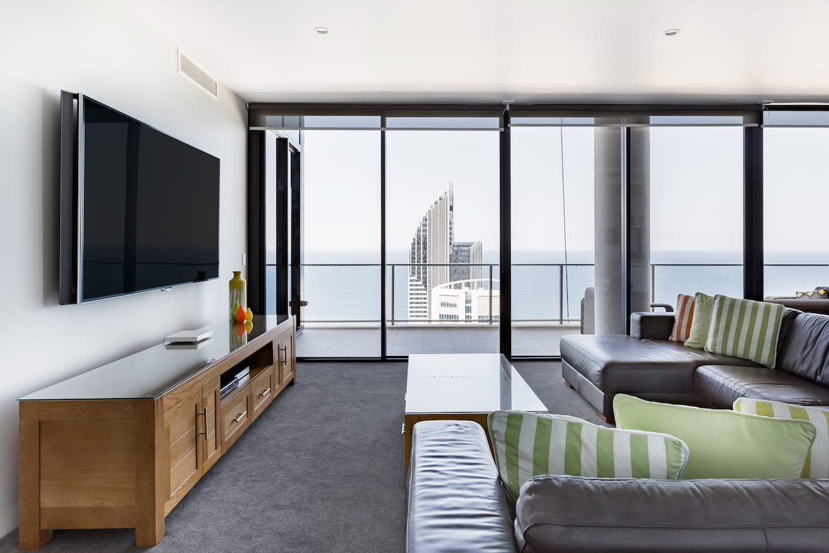 Spectacular 67th Floor Apartment in Surfers Paradise