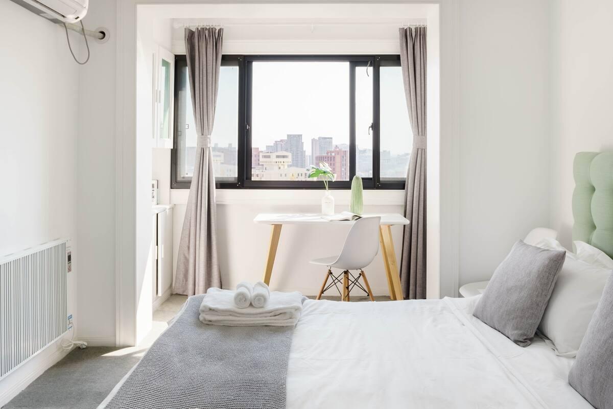 住进市中心有墙暖和空调的高层电梯公寓,在上海有个舒适的家