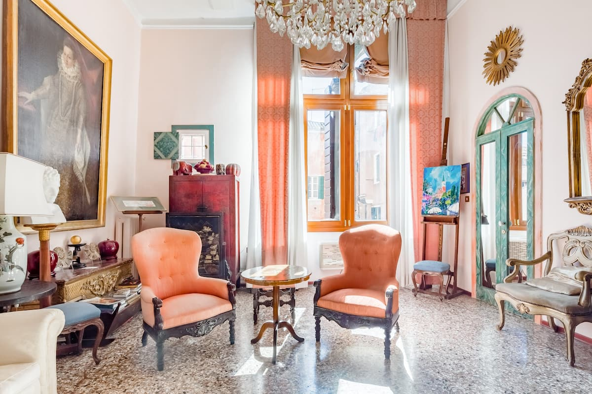 Amazing home ( sleeps 6, 3 ba) central Venice