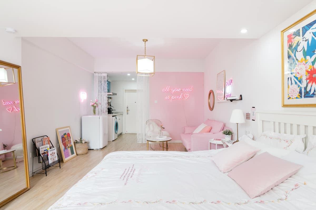 pink trip 春熙路/IFS太古里/地铁四号线/极米投影仪/楼下地铁口/一环城中心/整套房