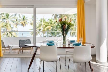 Appartamento in stile yacht con vasca privata e vista mare