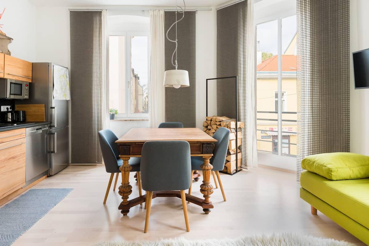 Großzügige Wohnung in Ottakring mit österreichischer Kunst