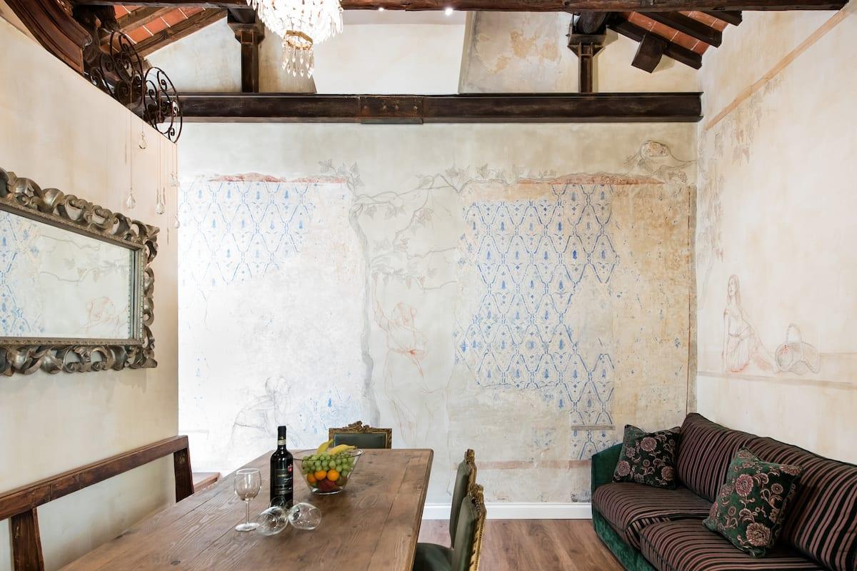 Suggestivo e ampio appartamento nel cuore di Firenze, tra arte e lusso
