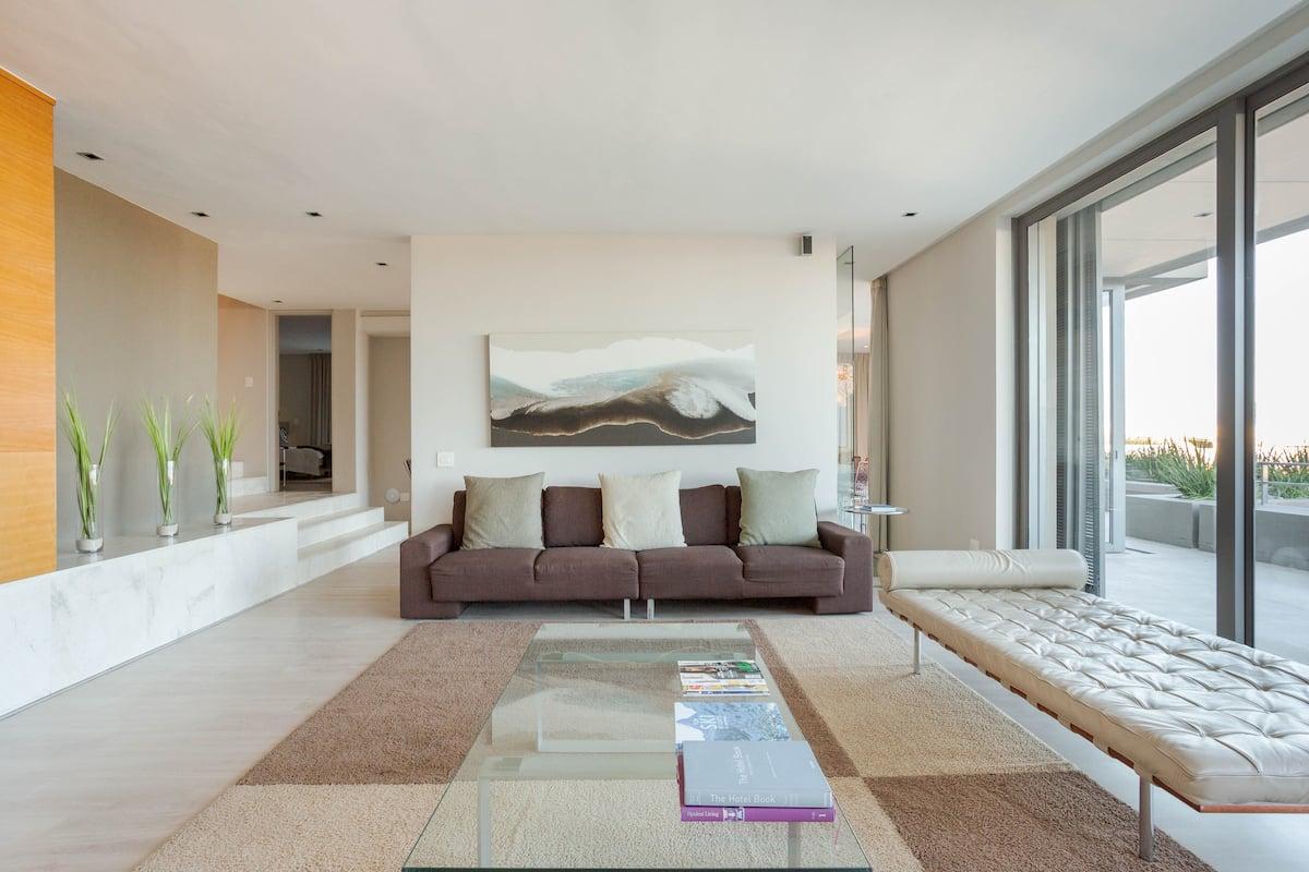 Contemporary Serviced Apartment near Bakoven Beaches