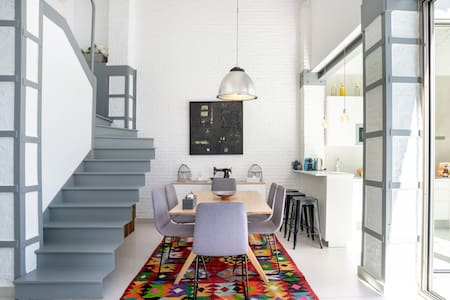 M House Loft with Terrace Close to Port, Beach and Subway