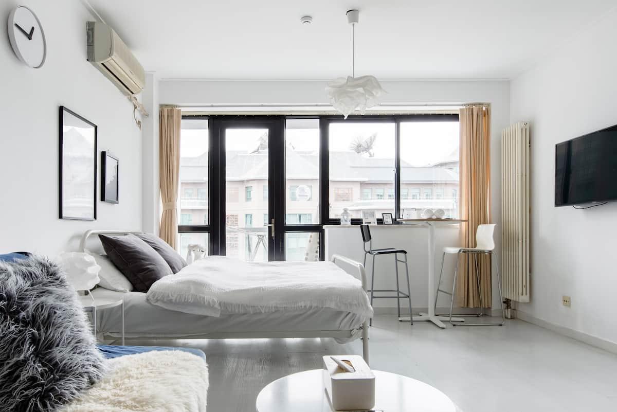 邻近东四十条的优雅现代公寓