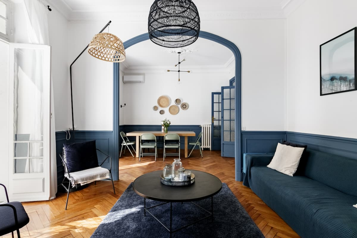 Chic Period Home near Palais and Beach