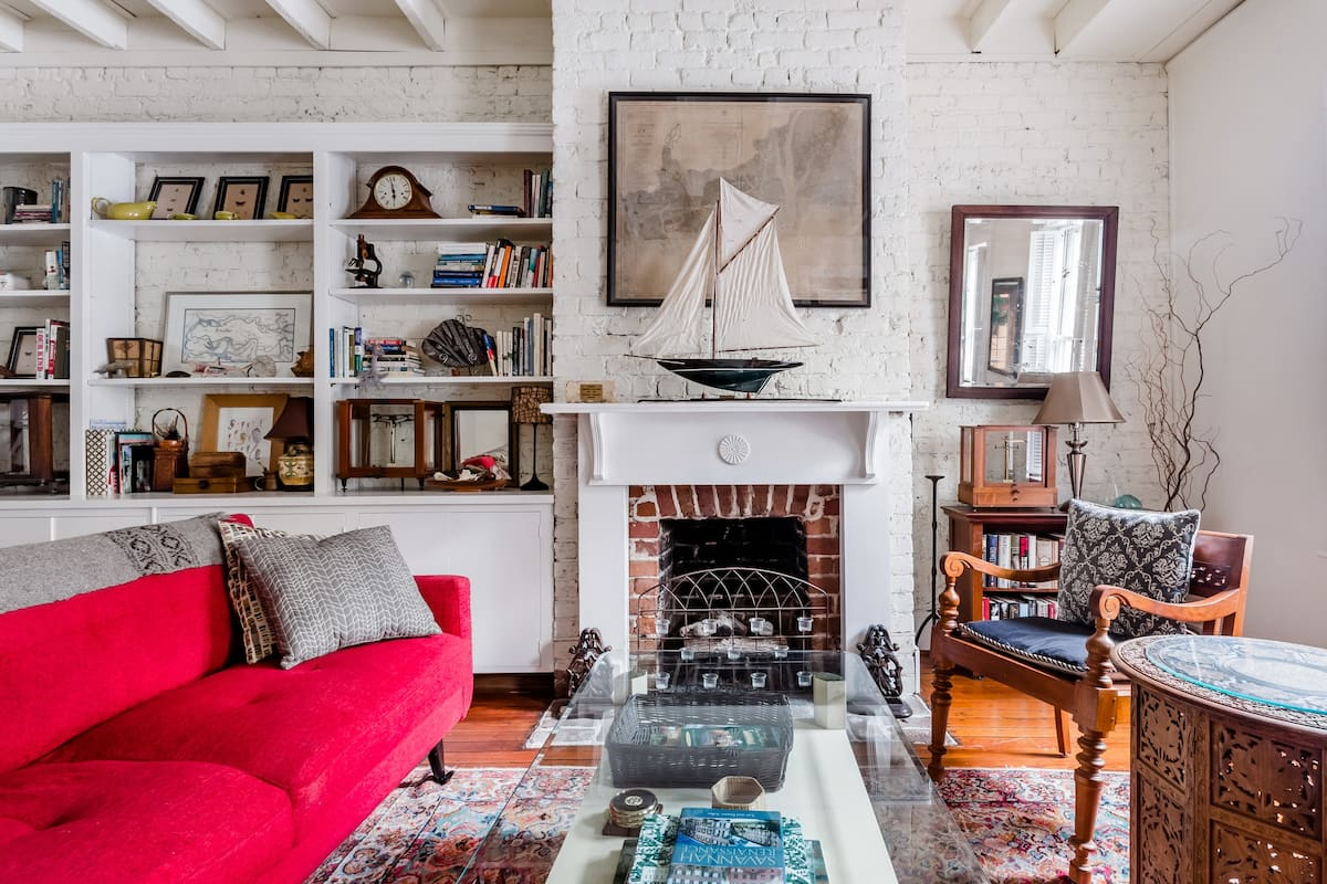 Sunny Apartment on Historic Troup Square