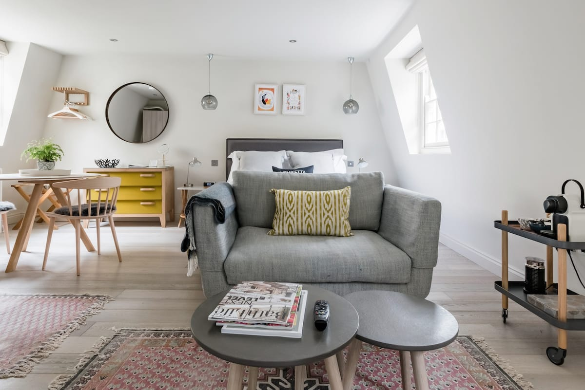 Stylish Coach House Studio in the Heart of Bath