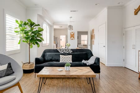 Stay One- Stunning Family Home with Patio Near Downtown LA