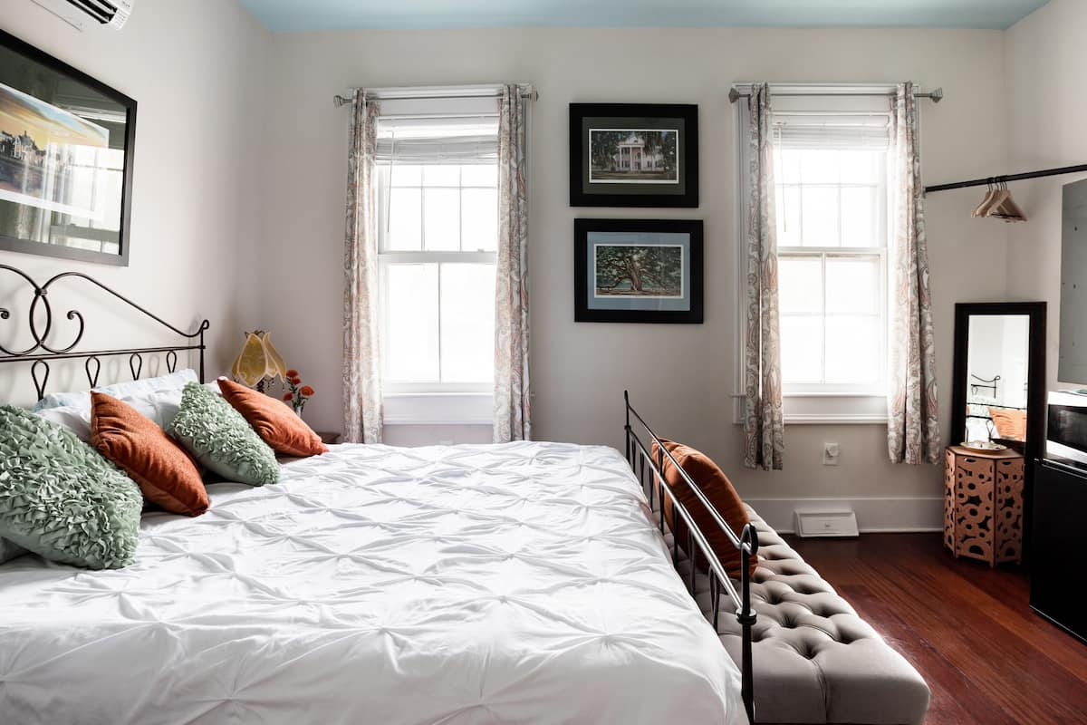 Charming Suite in the Heart of Charleston