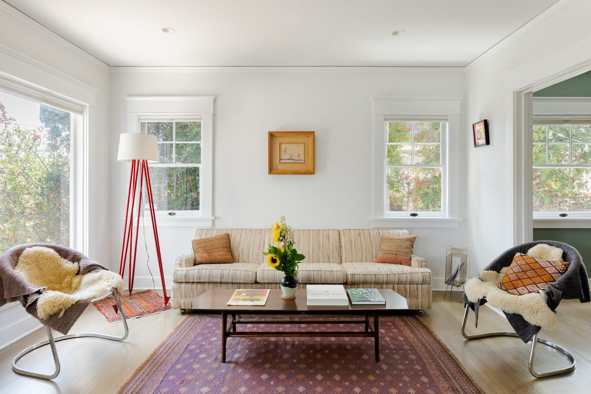 Bright, Colorful Retreat near the Hollywood Sign
