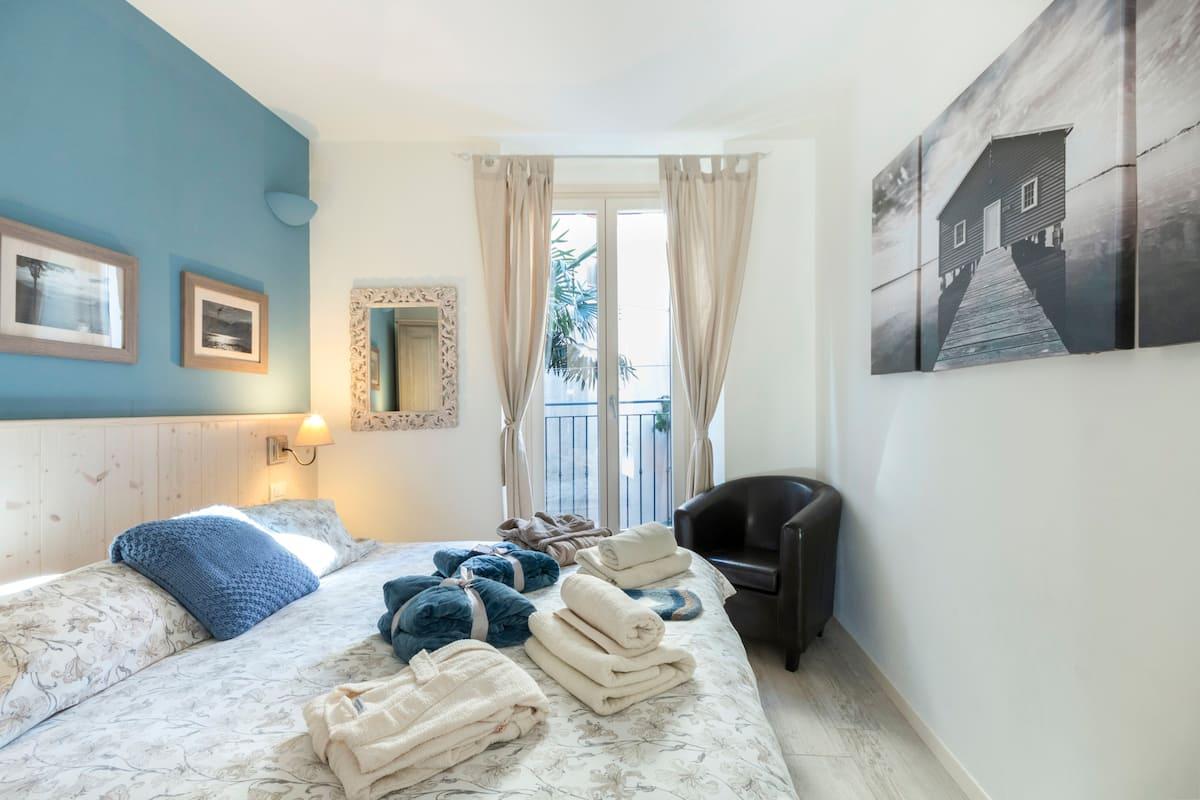 Gorgeous Luxury Apartment with Lake Views